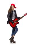 Muchacha sonriente joven con la guitarra aislada en Foto de archivo