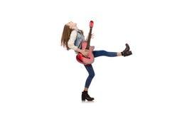 Muchacha sonriente joven con la guitarra aislada en blanco Fotos de archivo libres de regalías
