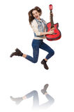 Muchacha sonriente joven con la guitarra aislada en blanco Fotografía de archivo