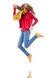 Muchacha sonriente linda en chaqueta roja y vaqueros aislados Imagenes de archivo