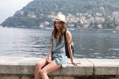 Muchacha sonriente por el lago Imágenes de archivo libres de regalías