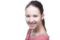 Muchacha sonriente positiva en un fondo blanco Foto de archivo libre de regalías