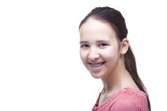Muchacha sonriente positiva en un fondo blanco Imagenes de archivo