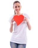Muchacha sonriente que lleva a cabo el corazón Fotografía de archivo libre de regalías