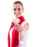 Muchacha sonriente que lleva a cabo el corazón del caramelo Fotos de archivo libres de regalías