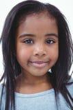 Muchacha sonriente que mira la cámara foto de archivo libre de regalías