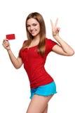 Muchacha sonriente que muestra la tarjeta roja a disposición Fotos de archivo