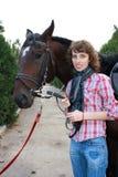 Muchacha sonriente y su caballo Fotografía de archivo libre de regalías