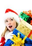 Muchacha sorprendida con muchos regalos de Navidad Foto de archivo