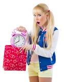 Muchacha sorprendida que sostiene el reloj Imágenes de archivo libres de regalías
