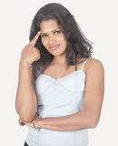 Muchacha srilanquesa en el fondo blanco Foto de archivo libre de regalías
