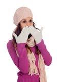 Muchacha tímida con el sombrero y la bufanda de las lanas Fotos de archivo libres de regalías