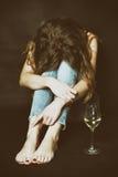 Muchacha tímida en la esquina fotos de archivo
