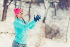 Muchacha tonta que juega con nieve Fotos de archivo libres de regalías
