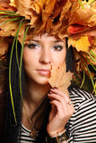 Muchacha triguena adolescente en la corona Fotografía de archivo libre de regalías