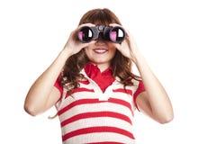 Muchacha triguena con binocular. Imagen de archivo
