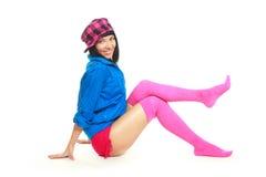Muchacha triguena que desgasta la ropa colorida Fotos de archivo