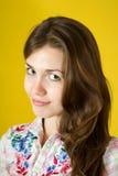 Muchacha triguena sobre amarillo Imágenes de archivo libres de regalías