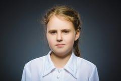 Muchacha triste del primer con la expresión subrayada preocupante de la cara Fotos de archivo libres de regalías