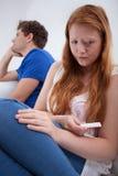 Muchacha triste después de hacer de la prueba de embarazo Foto de archivo libre de regalías
