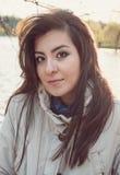 Muchacha turca hermosa joven que mira derecho en la cámara Imagen de archivo