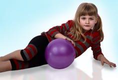 Muchacha, una, bola, blanca Imagen de archivo libre de regalías