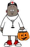 Muchacha vestida como enfermera para Halloween Imagen de archivo