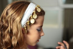 Muchacha vestida en día de fiesta Fotos de archivo