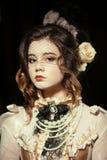 Muchacha vestida en el estilo de rococó Foto de archivo