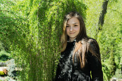 Muchacha Victoria en el jardín Foto de archivo