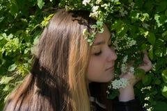 Muchacha Victoria en el jardín Foto de archivo libre de regalías