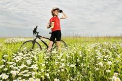 Muchacha y bicicleta Foto de archivo libre de regalías