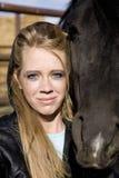 Muchacha y caballo negro Fotos de archivo