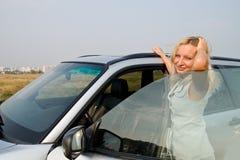 Muchacha y coche fotos de archivo
