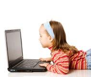 Muchacha y computadora portátil Imagen de archivo libre de regalías