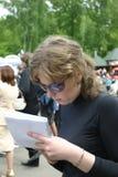 Muchacha y cuaderno foto de archivo libre de regalías