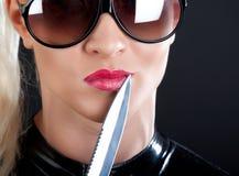 Muchacha y cuchillo Fotos de archivo libres de regalías