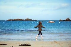 Muchacha y el mar Fotografía de archivo libre de regalías