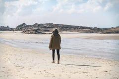 Muchacha y el mar imágenes de archivo libres de regalías