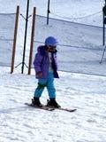 Muchacha y esquí Imagenes de archivo