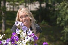 Muchacha y flores Imagen de archivo libre de regalías