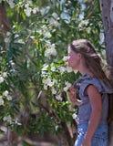 Muchacha y flores Foto de archivo