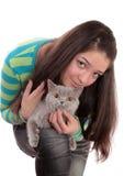 Muchacha y gato. Fotos de archivo libres de regalías
