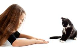 Muchacha y gato Foto de archivo libre de regalías