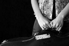 Muchacha y guitarra foto de archivo