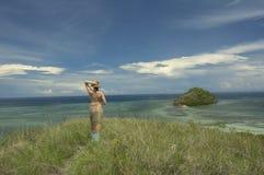 Muchacha y la isla Imagen de archivo libre de regalías