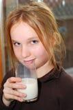 Muchacha y leche Imagenes de archivo