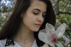 Muchacha y magnolia Imágenes de archivo libres de regalías