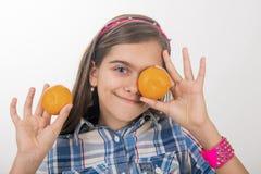 Muchacha y mandarinas Fotografía de archivo libre de regalías