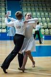 Muchacha y muchacho de baile Fotos de archivo libres de regalías
